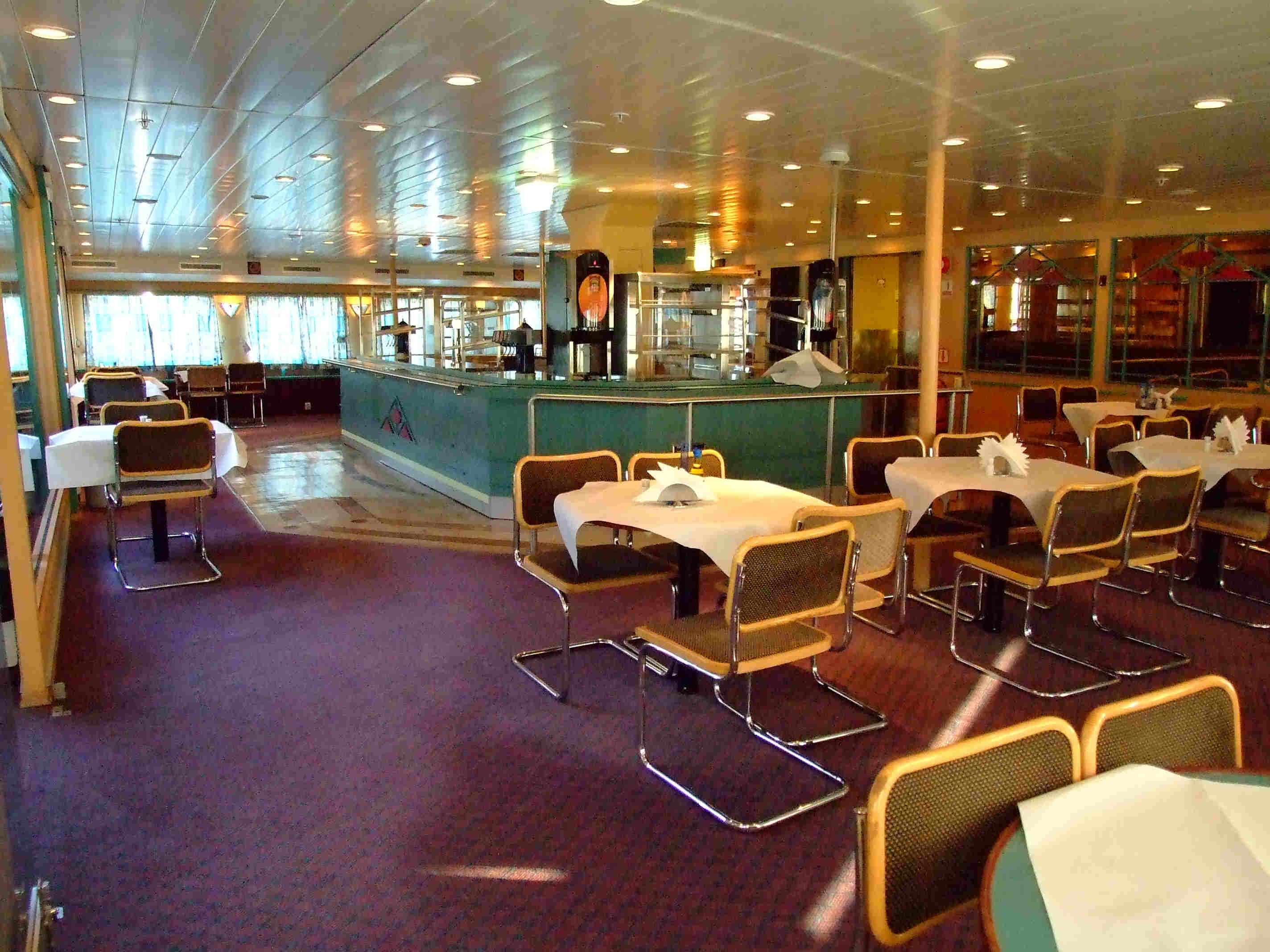 TRAGHETTO RED STAR I - Sala self service